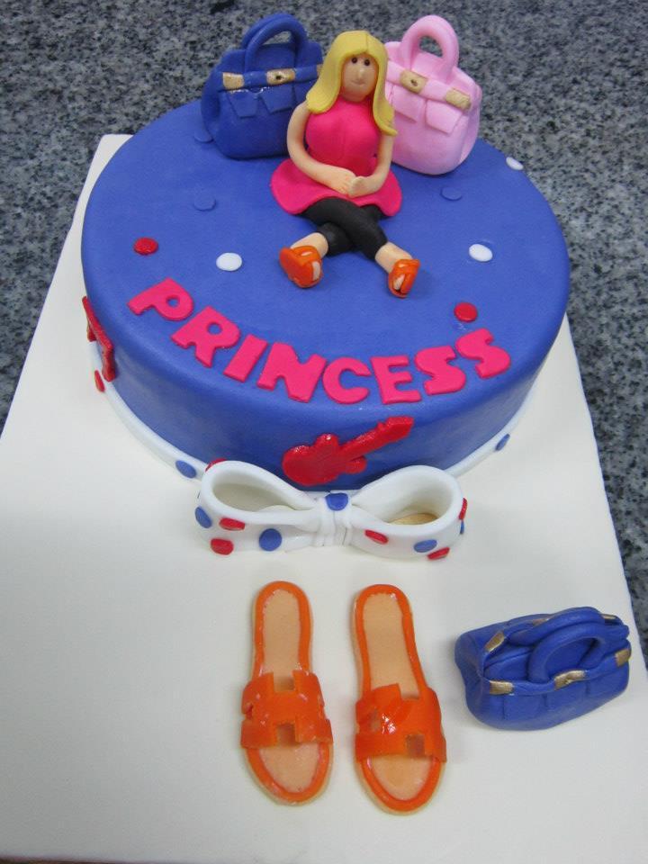 6 LBS LV BAG FONDANT CAKE